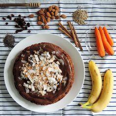 Úžasný mrkvový dort ze samých dobrých věcí, inspirovaný kuchařkou Ellou Woodward. Je opravdu vláčnýa chutná jedinečně. Navíc je jednoduchý a nezabere moc