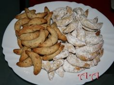 Cornulete cu nuci Cacao, Dessert Recipes, Desserts, Biscuits, Stuffed Mushrooms, Food And Drink, Sweets, Cookies, Chicken