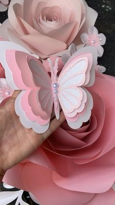 Paper Flower Patterns, Paper Flowers Craft, Paper Flower Wall, Giant Paper Flowers, Paper Flower Tutorial, Paper Butterflies, Paper Flower Garlands, Paper Flower Backdrop, Felt Patterns