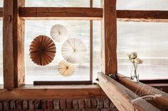 DIY Make yourself a easy yet beautiful paper decorations.  www.dorotaszelagowska.pl