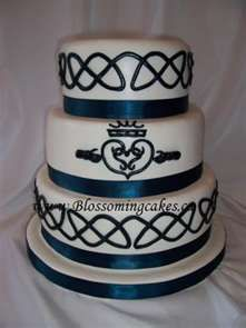 Celtic wedding cake. THIS IS IT!! THE RIGHT COLORS AND EVERTHING