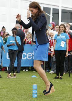 Pin for Later: Kate Middleton ist sich nicht zu schade mal so richtig ins Schwitzen zu kommen Hochsprung