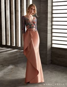 Party dresses and godmother by Manu Garcia Evening Dresses, Prom Dresses, Formal Dresses, Elegant Dresses, Beautiful Dresses, Couture Dresses, Fashion Dresses, Mother Of Groom Dresses, Mode Outfits