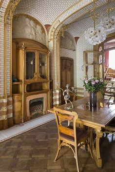 Look at the tile and arches and built-ins!!! Art Nouveau & Art Deco An…