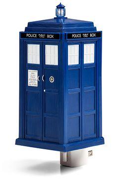 Uhhh, YES. This is far more EPIC than the Batman nightlight, OMG, I need this. ThinkGeek :: Doctor Who TARDIS Night Light