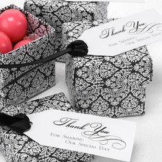 Boîte à dragées motif damas noir et blanc pour mariage baroque