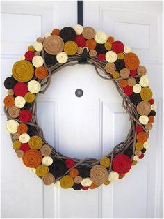 diy wreaths | DIY Fall Yarn Wreath – I love the banner sign hanging in the ...