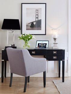 Elegant interior, black console table, soft arm chair | Blogg om Møbler & Interiør