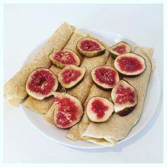 M'n #favontbijt @hero.fruit is protein pancakes met kaas en vijgen  we noemen dit maar de-dag-na-je-verjaardag-ontbijt  heb ik ook wel verdiend want deze girl wordt vanmiddag met voet en onderbeen in het gips gezet naast m'n mega kniebrace  even kijken hoe we dat overleven maar ook daar is een oplossing voor. Nu eerst m'n pannenkoeken  enjoy your day  #health #healthy #healthylifestyle #healthychoices #fitnessmeiden #fit #fitness #fitgirl #fitdutchies #dutch #dutchie #fitgirlcode #breakfast…