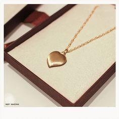 O presente perfeito para presentear quem você ama! REF  1843745  Safira   SafiraOnline · Pingente ... c7d79e7471