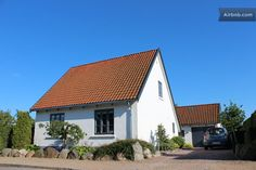 50 minutes to copenhagen, 2.5 hours to billund.  close to water (fjord). $900 for 4 nights