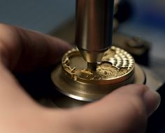 Performed by hand on small or delicate parts, circular-graining consists in applying a dense pattern of small overlapping concentric circles