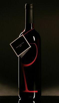 Label design for 'Globe Serie Wine' by Zsombor Kiss