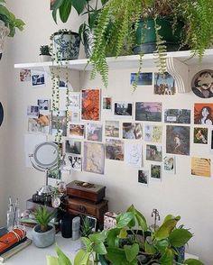 Indie Room Decor, Cute Room Decor, Aesthetic Room Decor, 70s Aesthetic, Room Ideas Bedroom, Bedroom Decor, Bedroom Inspo, Bedroom Picture Walls, Deco Studio