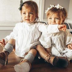 >>>Oakley Sunglasses OFF! >>>Visit>> Cutest twin girls Taytum and Oakley looking like little princesses in their matching 'Charlotte' smocks teamed back with knee high socks and cute leather boots. Just too adorable! Toddler Fashion, Toddler Outfits, Fashion Kids, Kids Outfits, Womens Fashion, Cute Twins, Cute Babies, Baby Kids, Baby Baby