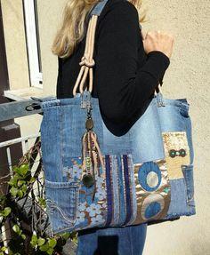 Articoli simili a Denim shopping bag, patchwork bag, denim straps with cord and two pockets outside, bag with tassel, cross body bag su Etsy Denim Art, All Jeans, Denim Ideas, Fabric Handbags, Denim Crafts, Tote Bags Handmade, Recycled Denim, Patchwork Bags, Refashion