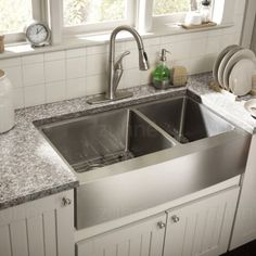 Exceptional Kitchen Remodeling Choosing a New Kitchen Sink Ideas. Marvelous Kitchen Remodeling Choosing a New Kitchen Sink Ideas. Stainless Steel Farmhouse Sink, Farmhouse Sink Kitchen, Modern Farmhouse Kitchens, Country Kitchen, New Kitchen, Cool Kitchens, Kitchen Decor, Kitchen Ideas, Double Farmhouse Sink