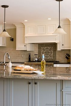 Traditional Two-Tone Kitchen Cabinets #14 (Kitchen-Design-Ideas.org)