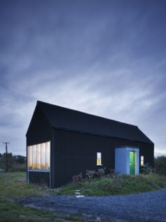Built in 50 days and for a total cost of 25,000 euro this Irish architect built his own 3 bedroomed house. He has logged the project and made public his detailed plans for anyone who would wish to replicate it. Brilliant!
