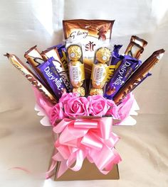 Makeup Bouquet Gift, Candy Bouquet Diy, Gift Bouquet, Valentines Day Baskets, Valentines Diy, Luxury Chocolate, Chocolate Gifts, Milk Shakes, Chocolate Flowers Bouquet
