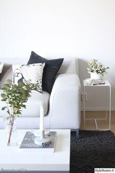 olohuone,sohva,sohvapöytä,sisustustyynyt,sohvatyynyt