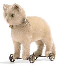 1910 Steiff cat on wheels