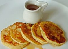 Tvarohové lívance přelité medem | NejRecept.cz Granola, Pancakes, Sweets, Lunch, Breakfast, Recipes, Per Diem, Sweet Pastries, Goodies