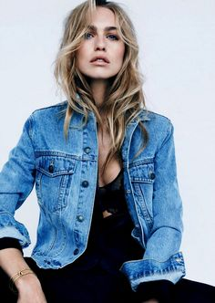 The Ten Denim Essentials (Fashion Me Now) Fashion Me Now, Fashion Beauty, Ladies Fashion, Girl Fashion, Mode Jeans, Vogue, Fashion Essentials, Mode Inspiration, Denim Fashion