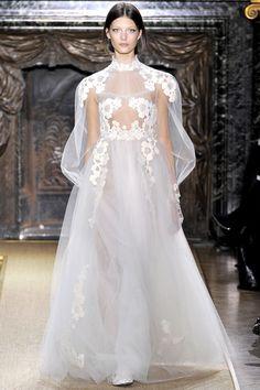 Anne Hathaway Wedding Dress Valentino - Marry Adam Schulman (Vogue.com UK)