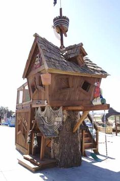 Dress up your tree house with our awsome pirate theme. Includes: Mast with crows nest, Jolly Roger Flag, 4' Skeleton with sword, Skull & Cross Swords, Cannon with door in log, Ship's wheel, Nautical netting on log, 2 Pirate pistols, 4-5 miscellaneous bones