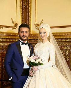 47 Super Ideas For Bridal Hijab Styles White Muslimah Wedding Dress, Hijab Wedding Dresses, Disney Wedding Dresses, White Wedding Dresses, Bridal Gowns, Bridal Shoes, Arab Wedding, Wedding Couples, Wedding Ideas
