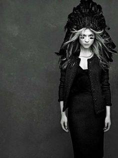 http://lookandfashion.hola.com/petitefashiondreamer/20120612/chanel-the-little-black-jacket/