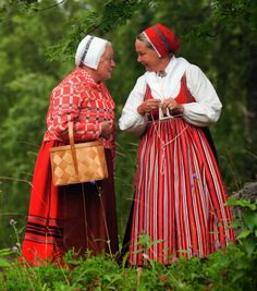 FolkCostume&Embroidery: Discussion of Costume and Embroidery of Leksand, Dalarna, Sweden