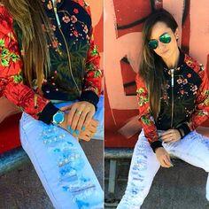 Mais da jaqueta que é HIT do nosso outono, dessa vez com a @alicematoss ! We just cant stop loving it  #labellamafia #hardcoreladies #gueishaway #jacket #style