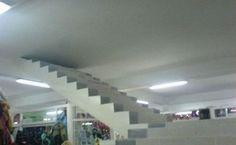 L'escalier vers le prochain plafond, toujours très utile!
