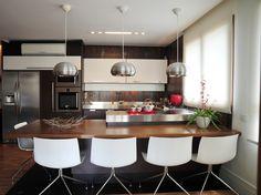 Inspire-se em modelos de cozinha para decorar a sua - BOL Fotos - BOL Fotos cozinha gourmet ilha forno fogao cooktop