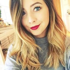 Zoella shared by Fearless on We Heart It Zoella Makeup, Zoella Beauty, Kiss Makeup, Beauty Makeup, Hair Beauty, Zoe Sugg, Social Media Stars, Pictures Of People, Rimmel