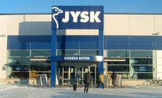 I 1995 kommer den første store sproglige udfordring, da Finland får sin første butik i Turku. Navnet bliver Jysk Vuodevarasto, som i 2001 bliver til det mere mundrette JYSK. Siden åbningen i Finland er mange andre sprog kommet til, som ligger langt fra de skandinaviske - sådan er det jo, når man vil være lige så stor som McDonald's. Billedet er fra Riihimäki.