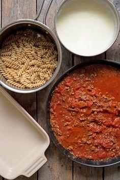 Perfekt mat i form, som passer å servere til mange. All Beer, Fusilli, Chili, Nom Nom, Soup, Pasta, Recipes, Mad, Lasagna