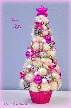 Елочка Высота 37 см. Состав: Шишки, желуди, сизаль, елочные игрушки, арахис в сахаре, бусы, ленты, снежинки, кашпо (пластик). Mary Christmas, Mini Christmas Tree, Christmas Flowers, Miniature Christmas, Holiday Tree, Xmas Tree, Christmas Tree Decorations, Christmas Bulbs, Crafts To Do