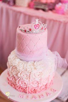 Torta Princess, Pink Princess Cakes, Disney Princess Birthday Cakes, Little Girl Birthday Cakes, Pink Princess Party, Princess Birthday Party Decorations, Pink Birthday Cakes, Princess Themed Birthday Party, 7th Birthday Party For Girls Themes