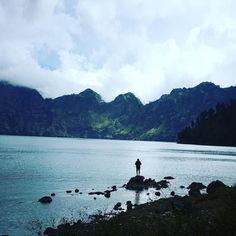 Fishing in the crater lake #rinjani #asia #mountrinjani #lake #fishing #hike #trek #travel #travelbloggers #tbloggers #indonesia #lombok #travelasia #explore #exploremore #exploreeverything #adventure #greenrinjani #world #outdoors #volcano #mountain #hikeasia #lombokfriendly by ella.watson93