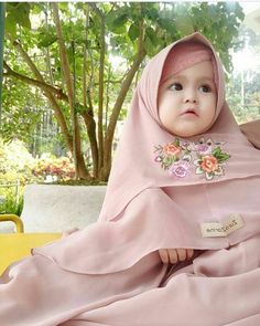 Awww that hijab. Baby Hijab, Girl Hijab, Cute Little Baby, Cute Baby Girl, Baby Girl Dresses, Baby Dress, Cute Babies Photography, Cute Baby Pictures, Beautiful Hijab
