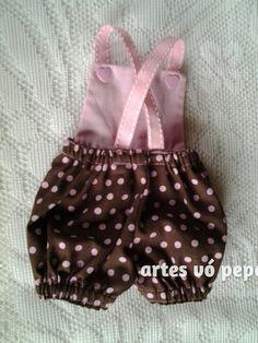 NÃO ESQUEÇA DE INFORMAR O MODELO OU MEDIDAS (ALTURA E CINTURA )DA BABY ALIVE  A PRODUÇÃO SÓ COMEÇA APÓS CONFIRMAÇÃO DO PAGAMENTO  Jardineira de algodão com bolsinho  Obs:boneca não inclusa.  Informe o tamanho da baby ou o nome no ato da compra.. Baby Alive Doll Clothes, Baby Alive Dolls, Small Baby, My Little Baby, Tilda Toy, Kid Styles, Baby Sewing, Clothing Patterns, Girl Dolls