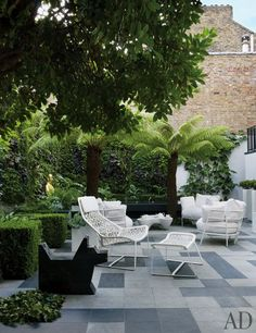 item12.rendition.slideshowWideVertical.designer-rafael-cardenas-london-mansion-05-ben-jones-sculpture-terrace.jpg (462×600)