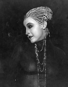 Brigitte Helm in Metropolis Metropolis Fritz Lang, Metropolis 1927, Louise Brooks, Fiction Movies, Science Fiction, Tv Movie, Sci Fi Horror Movies, Pulp, The Best Films
