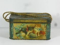 Old Vintage Shabby Chic Co-operative Society CWS C.W.S Biscuit Tin Cats Kittens (11/11/2012)