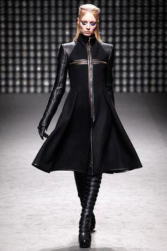Gareth Pugh Fall 2011 Ready-to-Wear Fashion Show