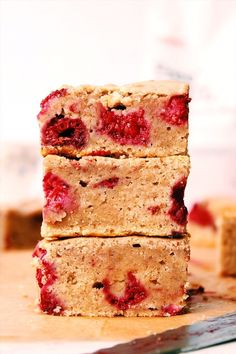 I'm TOO excited to share these Vegan Protein Blondies with you. They're perfectly moist, fluffy, and of course, totally plant based! They include the addition of a delicious new Vegan P… Raw Vegan Desserts, Vegan Treats, Healthy Dessert Recipes, Gourmet Recipes, Vegan Recipes, Vegan Food, Vegan Raw, Raw Food, Vegan Protein Powder