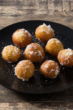 These honey fritters ( Beltane Honey Cakes ) are similar to Greek Honey Fritters but made without yeast and covered with delicious spiced honey! Beltane, Brunch Recipes, Dessert Recipes, Easy Summer Desserts, Summer Recipes, Sweet White Wine, Honey Cake, Christmas Brunch, Bakken